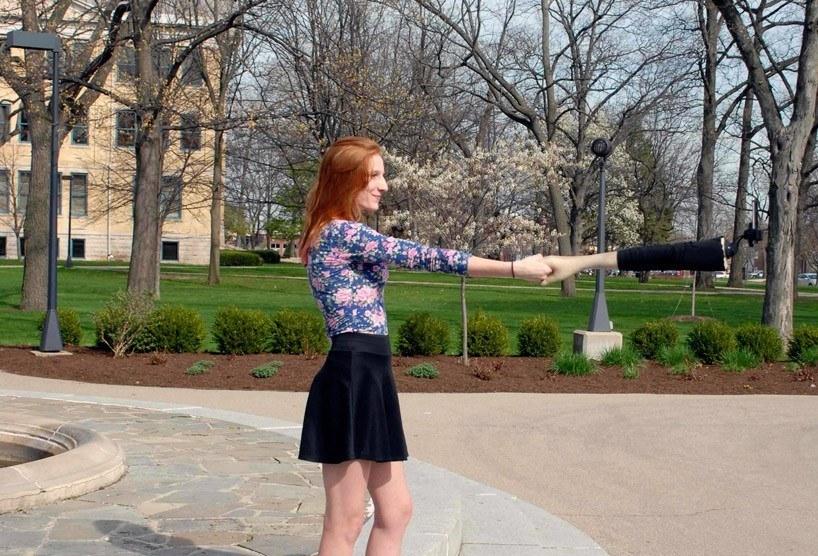 Palo selfie con forma de brazo