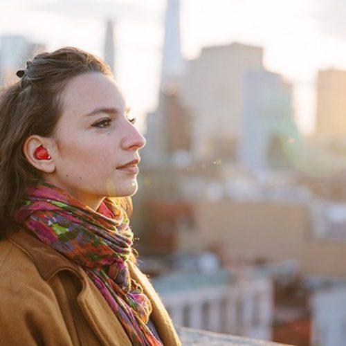 The Pilot el auricular que traduce idiomas en tu oído