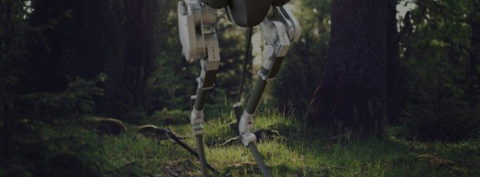 Un robot que se agacha, se sienta, camina y no pierde el equilibrio