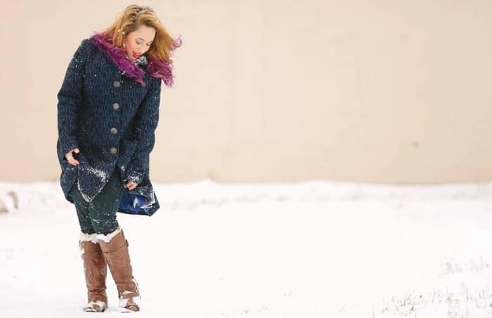 Chica frío en invierno