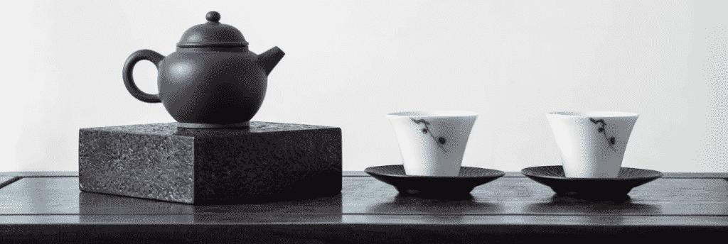 Tetera y tazas de té